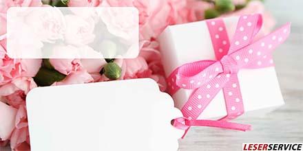 Geschenk mit rosa Schleife